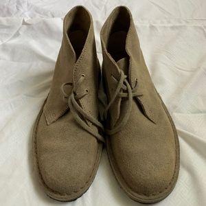 LIKE NEW Clarks Desert Boots